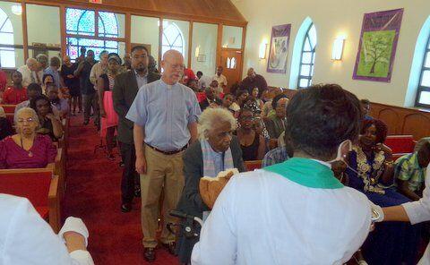 pastor-worship-communion_orig